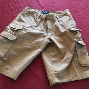 ❤️Multi pocket long shorts NWOT❤️